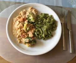 Putengeschnetzeltes mit Brokkoli und Erdnuss-Sauce