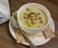 Weißkohl-Cremesuppe mit Trüffelöl und/oder Räucher lachs