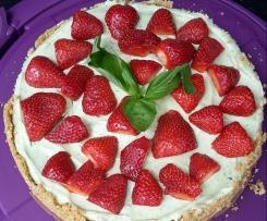 Basilikum Cheesecake mit Erdbeeren