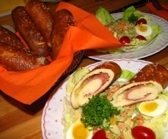 gefüllte Laugenstange mit Käse und Schinken (Brezenspitz)