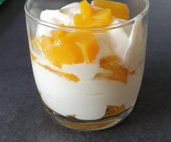 Creme - Dessert mit Frucht