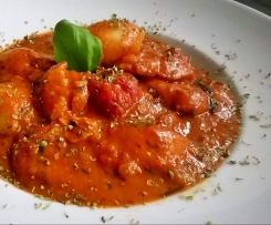 Gnocchi mit Tomaten-Sahne-Sauce