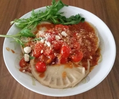 Ravioli mit Hackfleischfüllung in Tomatensauce