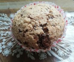 Vegane Muffins mit Schokolade und gehackten Mandeln