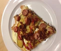 Variation Flammkuchen Hot-Dog Style auf dem TPC Zauberstein gebacken