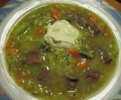 Suppenfleisch in pikanter Gemüsesuppe