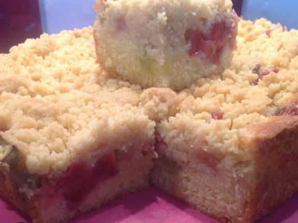 Sommerkuchen Mit Erdbeeren Rhabarber Und Streuseln Von Big Sweet