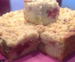 Sommerkuchen mit Erdbeeren, Rhabarber und Streuseln!