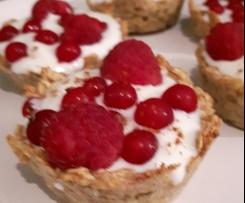 Haferflocken-Joghurt-Törtchen mit Beeren