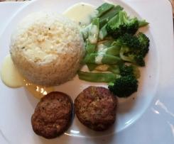 Fischfrikadellen mit Reis, Gemüse und Curry-Ingwer-Sauce (angelehnt an das Rezept Finessen 2/2015)