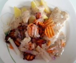 Kabeljau in Weißwein-Zitronen-Sahnesauce mit violetten und orangenen Möhren, Kohlrabi und Kartoffeln