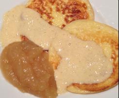 **Quark-Keulchen** mit Vanillesoße und Apfelmus