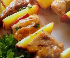 Grillspieße mit Geflügelbrust, Chilis und Mango