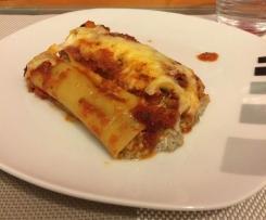 Cannelloni mit Champignon (Pilze)  Ricotta Füllung in Tomatensoße