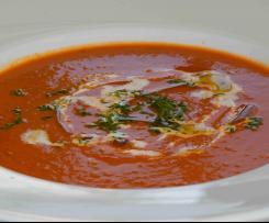 Tomatensuppe - mit Paprika und Avocado