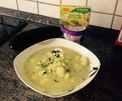 Zucchini-Cremesuppe mit Gnocchi