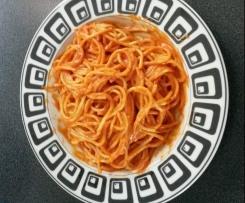 Spaghetti mit lecker Tomatensosse
