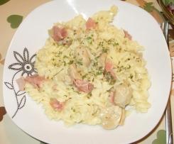 Nudeln mit Salami-Pilz-Sauce