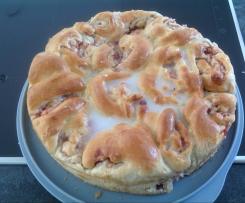 Variation von Nussschneckenkuchen (vegan) mit Apfel-preiselbeerenfüllung