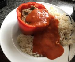 Gefüllte Paprika mit Tomatensoße aus passierten Tomaten