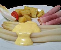 Spargel mit Kartoffeln in Käsesauce