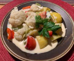 Kartoffeln mit Gemüse und Käsesauce