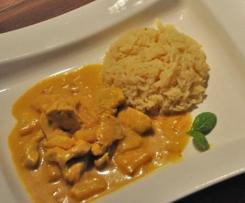 Hähnchen Curry mit Ananas Banane und Reis