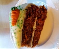 Klassischer amerikanischer Karottenkuchen  mit Frischkäse Topping