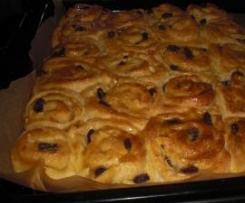 Rollkuchen-Rosinenschnecken