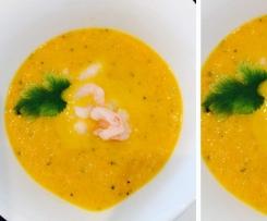 Koriander-Karotten-Süppchen mit Schrimps
