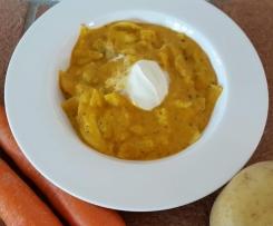 Karottensuppe mit Tortellini