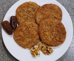 Weihnachtscookies mit Walnüssen und Datteln