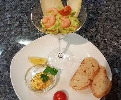 Gerrys Chicoreeblätter mit Avocadocreme und Schinkenstreifen