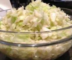 Variation von Weißkohlsalat