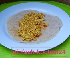 Vegane gesunde Pfannkuchen mit Tofu-Rührei