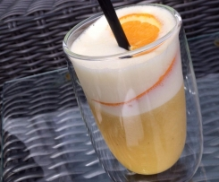 Orange-Ananas-Smoothie mit Kokos