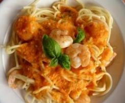 Spaghetti mit Paprikasoße und Garnelen