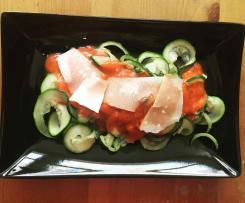 Zuccininudeln mit Tomatensoße