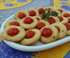 Parmesan Sandgebäck mit Kirschtomaten (zum Aperitif)