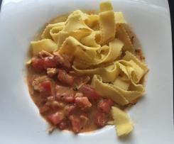 Hähnchen Geschnetzeltes mit Paprika und Tomaten
