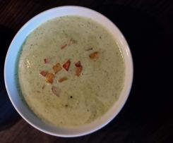 Gurken-Kräuter-Suppe mit Kartoffel-Croutons