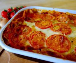 Lasagne Bolognese mit Tomaten und Mozzarella
