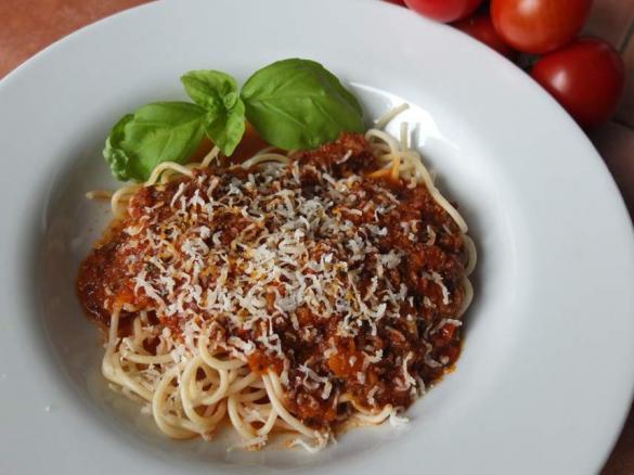 spaghetti bolognese nach einem italienischen originalrezept von schirmle ein thermomix. Black Bedroom Furniture Sets. Home Design Ideas