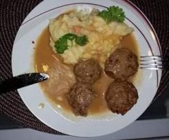 Kartoffel-Gemüse-Püree mit Frikadellen...