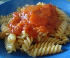 Tomatensoße mit Paprika fùr Nudeln
