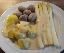 Spargel mit Kartoffeln und Klößchen