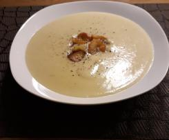 Topinambursuppe mit knusprigen Topinamburchips