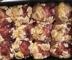 Vanillebuchteln mit Erdbeerfüllung und Streuseln