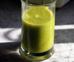 Smoothie:  Spinat-Sellerie-Brokkoli-Ananas-Apfel
