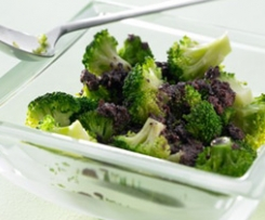 Brokkoli mit schwarzen Oliven / Broccoli with black olives (Broccoli alle olive)